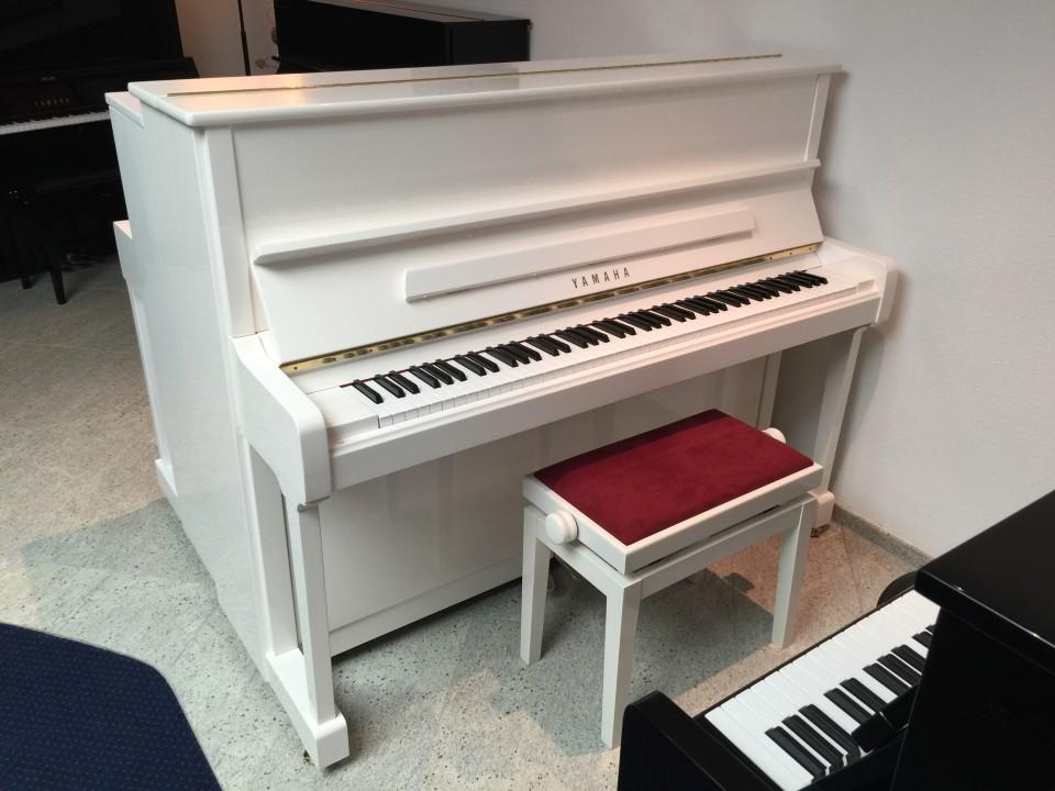 Yamaha P121 PWH piano wit hoogglans demo