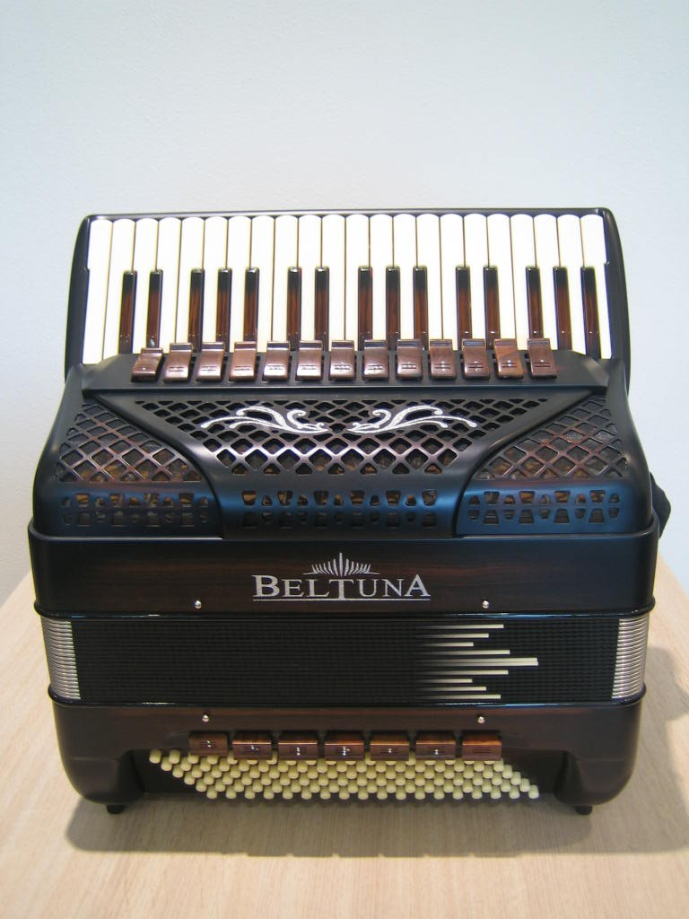 Beltuna Spirit V 108 Compact Classic Matt Ebony accordeon