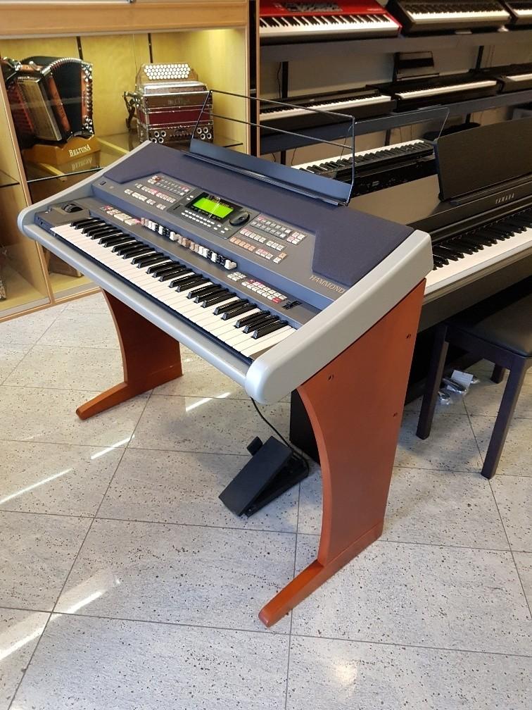 Hammond XE-1 & STE-1 kersen occasion Hammond XE1 keyboard