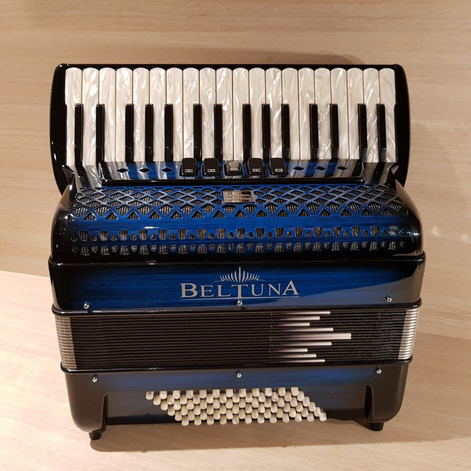 Beltuna Studio III 72M Luxe Pro shadow colour blue accordeon