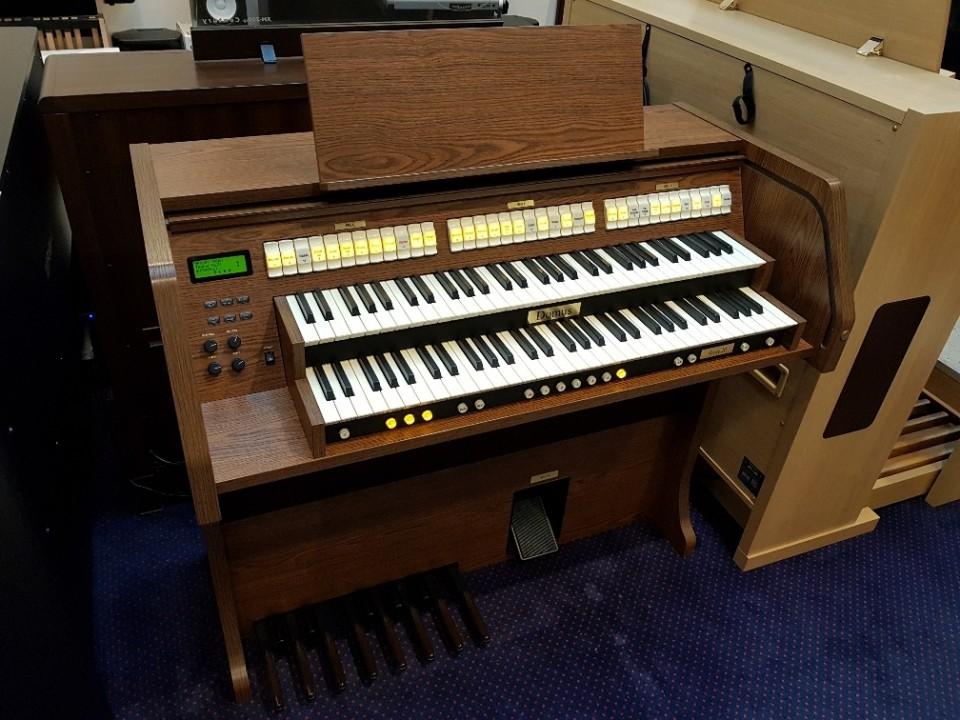 Domus Vivace 20 LAM occasion klassiek orgel met 13-tonig pedaal