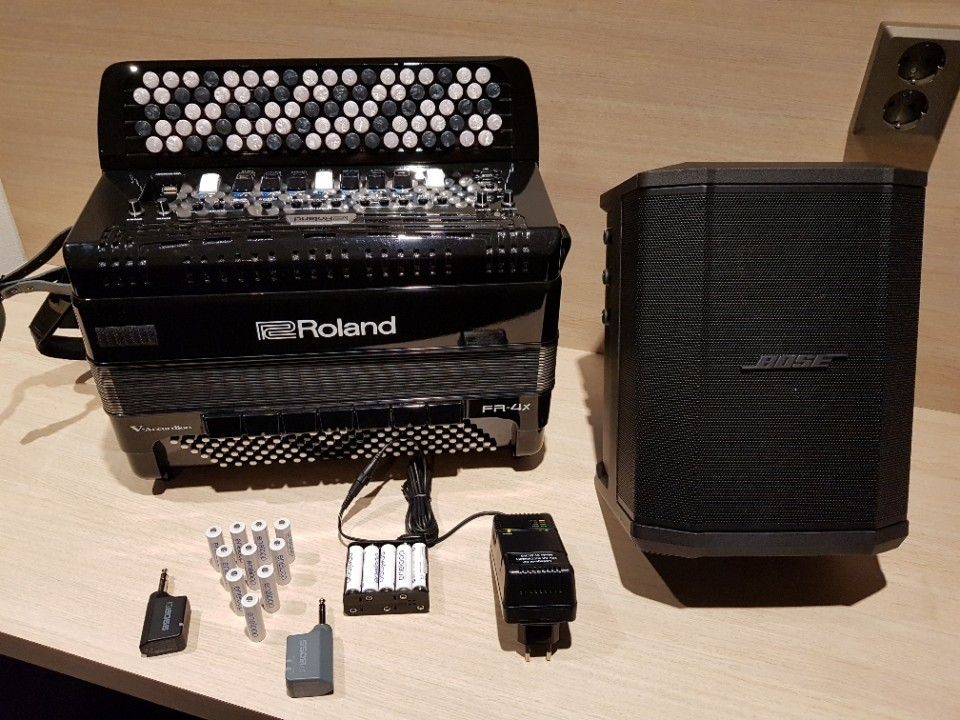 Roland FR-4XB + Bose S 1 Pro + Accu Full Package B-Stock