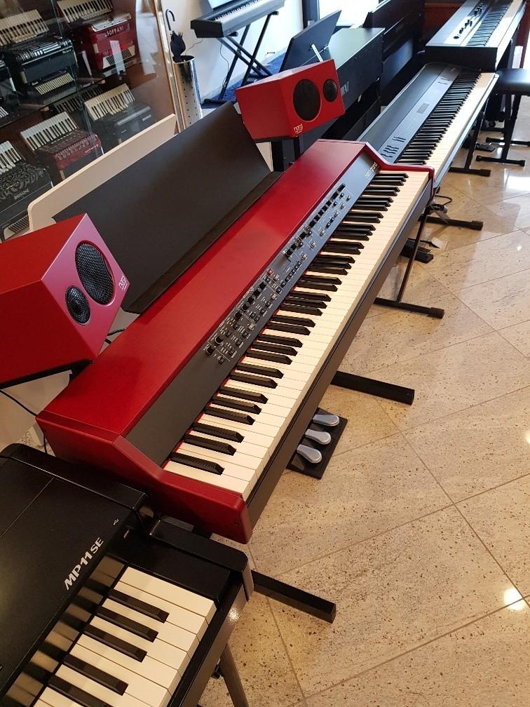 Clavia Nord Grand stage piano + Nord Piano Monitor