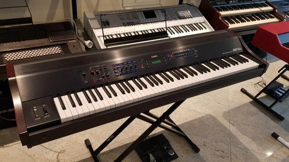 Kawai MP8 II stage piano met 88 houten toetsen occasion