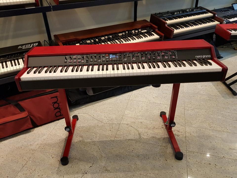 Clavia Nord Grand stage piano DEMO (Kawai Hammer Action)