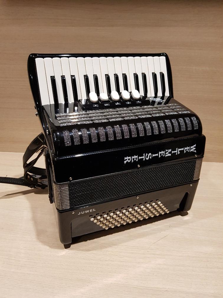Weltmeister Juwel 30/72 3-korig occasion accordeon