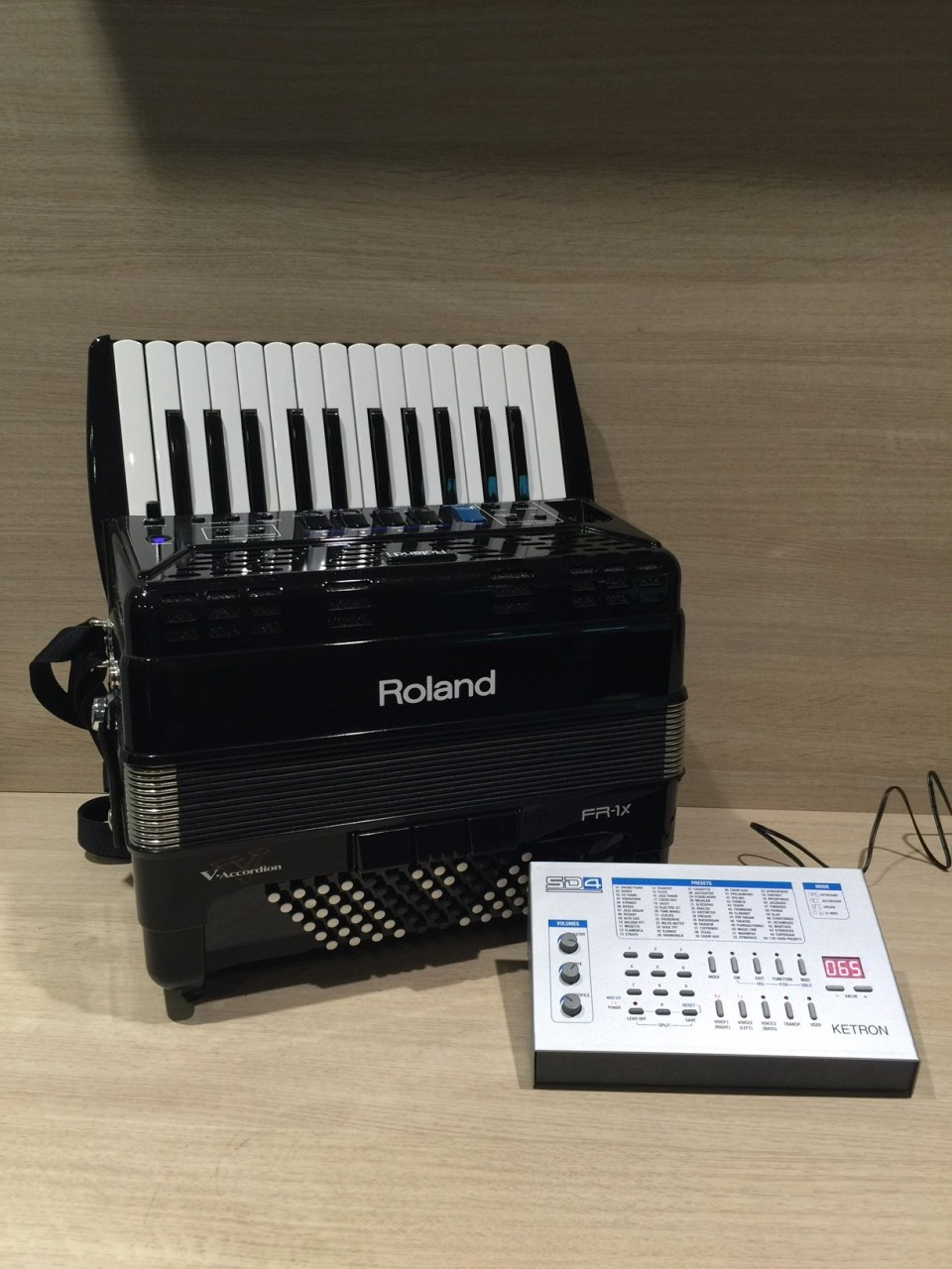 Roland FR-1X BK + Ketron SD4