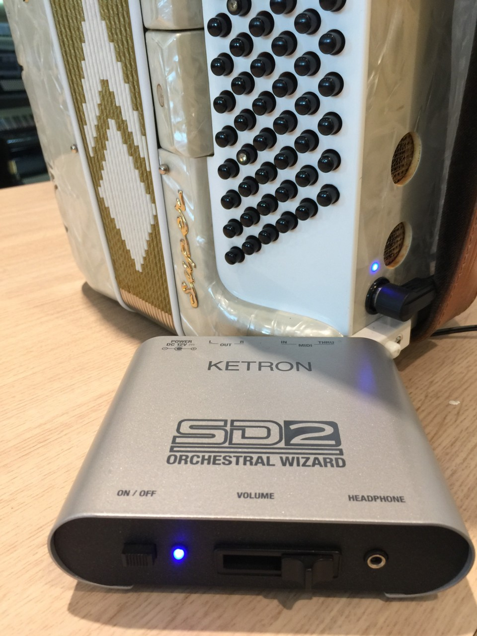 BlueLine Vol-Midi & Ketron SD2 soundmodule
