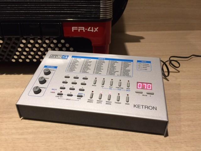 Roland FR-4X & Ketron SD4