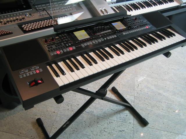 Roland E-A7 Expandable Arranger Demo/B-Stock