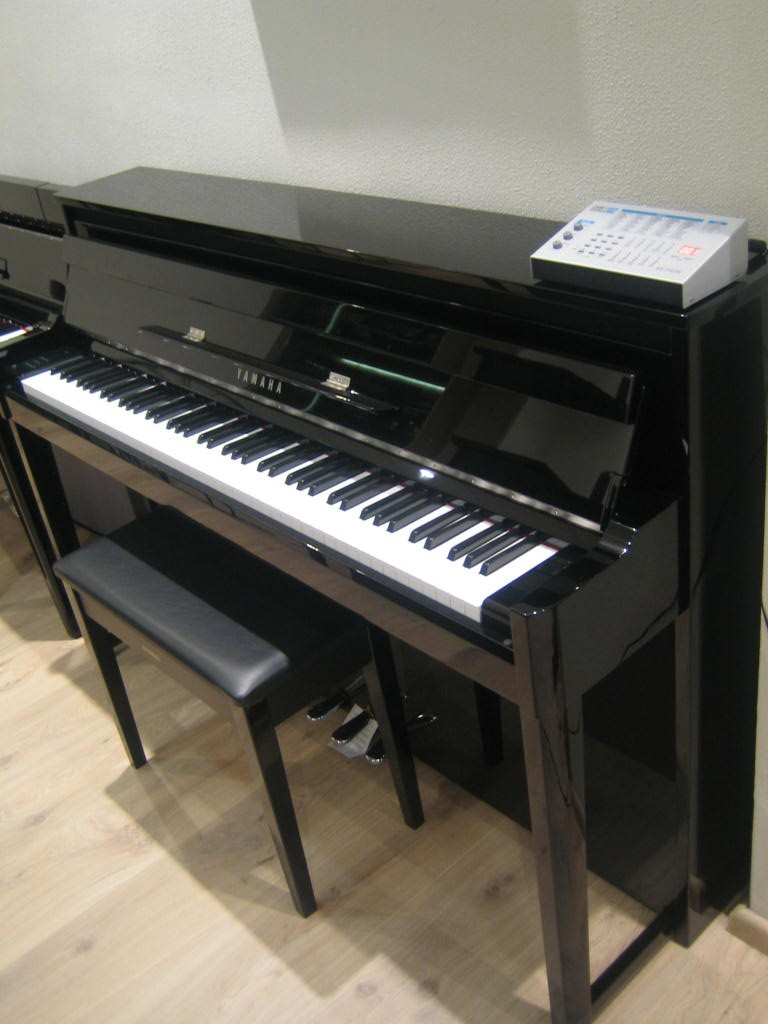 Yamaha NU1X Hybrid Piano + Ketron SD4