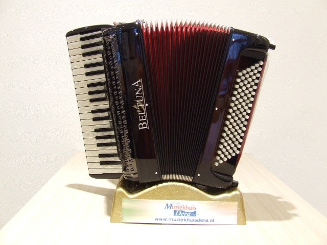 Beltuna Studio III 96 M Hel Harmonicordeon 37 keys accordeon