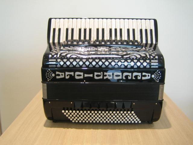 Accordiola Piano V Star, 16 + 4 cassotto uniek
