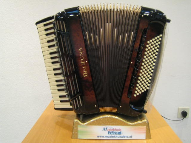 Beltuna Leader V 96 GOLD Wortelnoten accordeon
