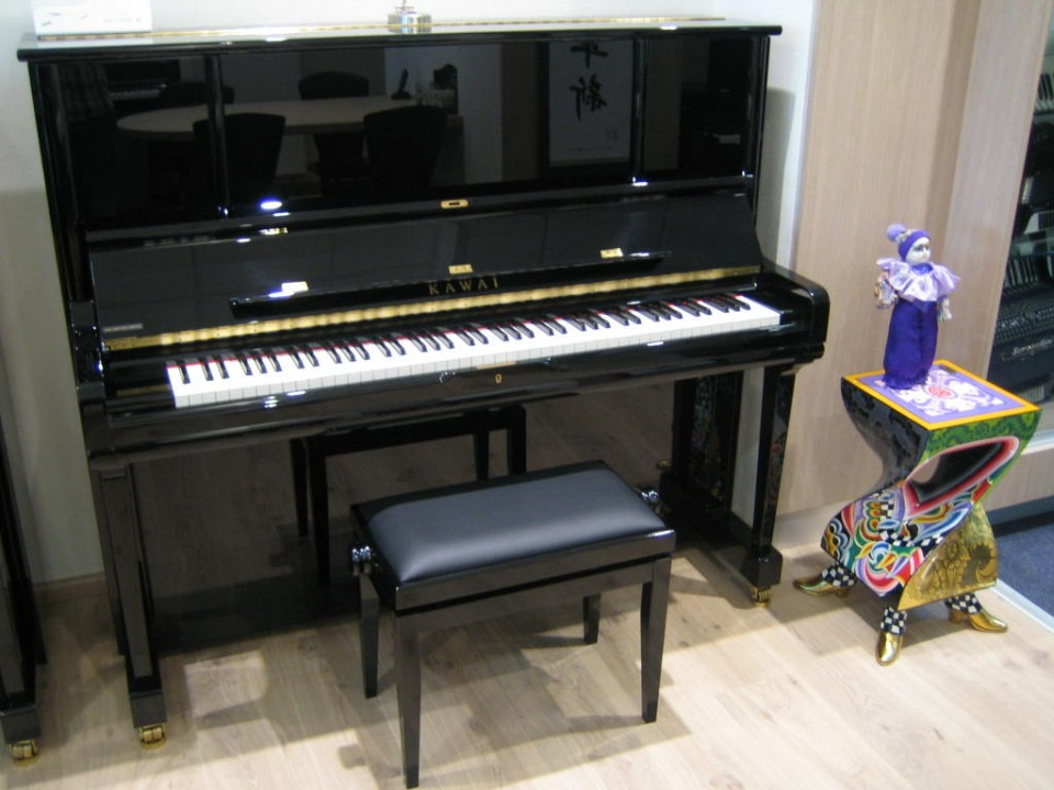 Kawai K-6 AS E/P zwart hoogglans Demo/Showroom-model