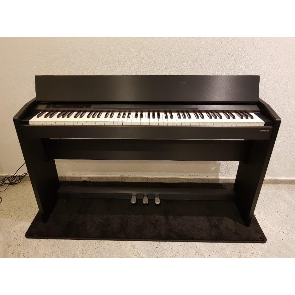 Roland F-120 black satin digitale piano occasion