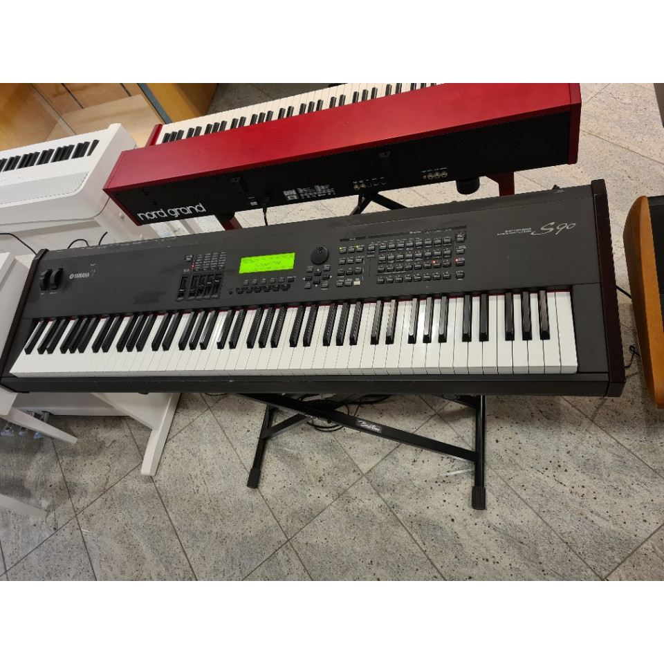 Yamaha S90 Music Synthesizer occasion