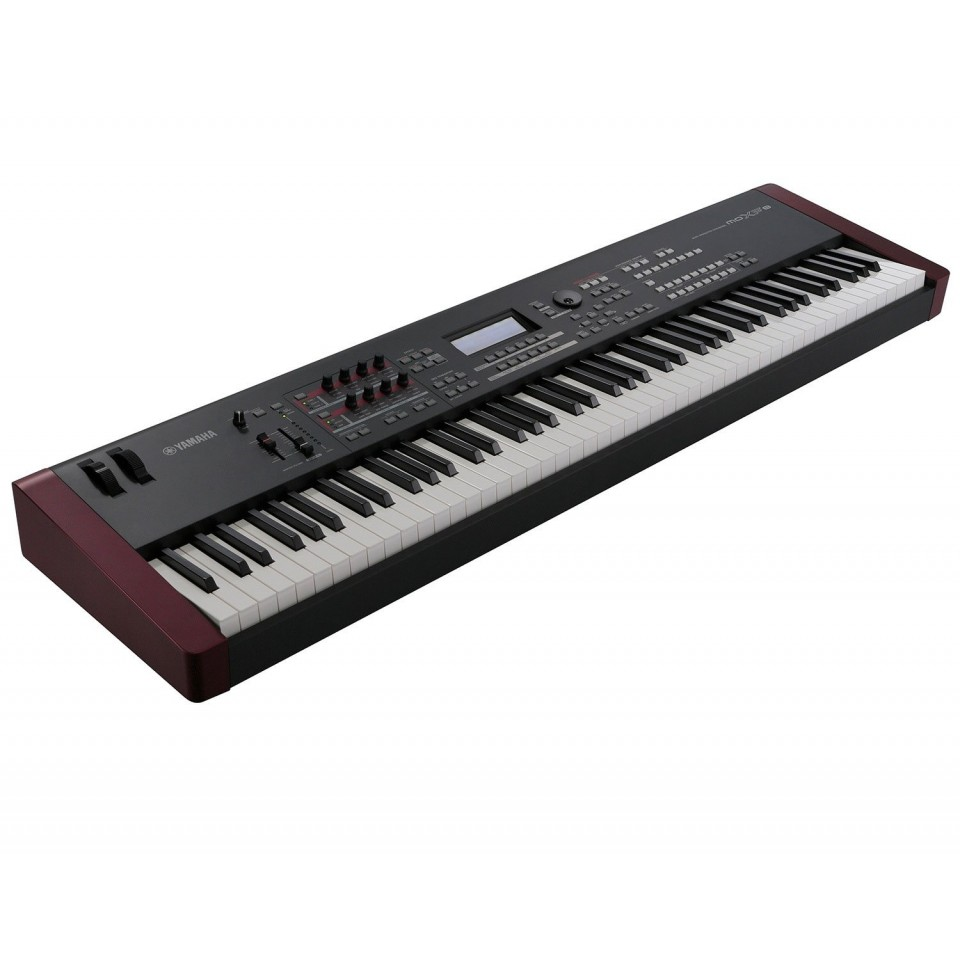 Yamaha MOXF8 synthesizer occasion
