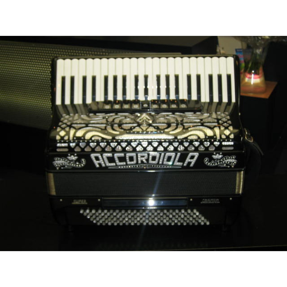 Accordiola Super Carmen 41/120 parelmoer toetsen